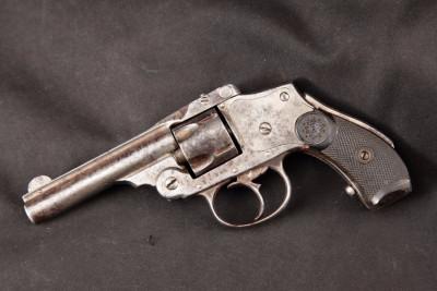 REVÓLVER ONA-SMITH HAMMERLESS. Cañón de 3.3( pulgadas y calibre .38 corto). (ORBEA HERMANOS, EIBAR, ESPAÑA)